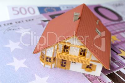 Hausmodell auf 500-Euro-Geldscheinen