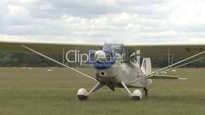 propeller plane moves to runway