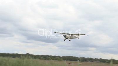 propeller plane landing