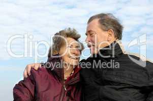 Verliebtes Senioren-Paar