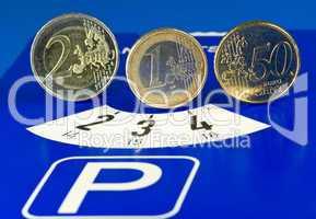 Parkscheibe mit Münzen