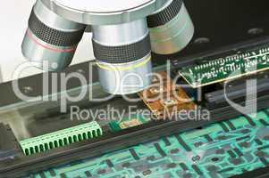 Qualitätsprüfung mit Messmikroskop
