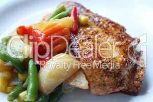Nahaufnahme - Gebratenes Fleisch mit Gemüse