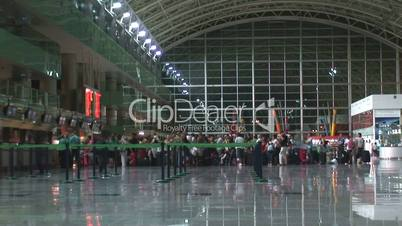 Airport check in queue time lapse 2