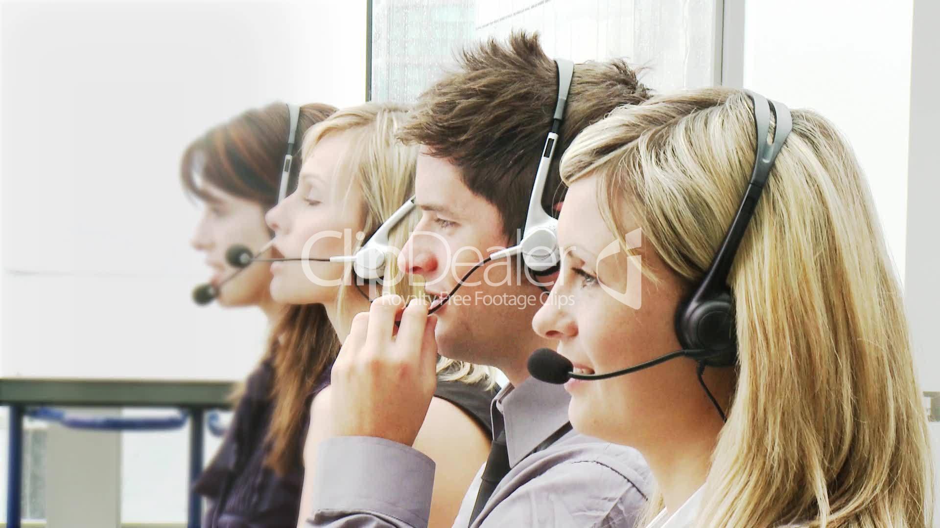 menschen telefonieren mit headset lizenzfreie stock. Black Bedroom Furniture Sets. Home Design Ideas
