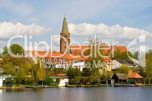 Stadt am Fluss, town on river