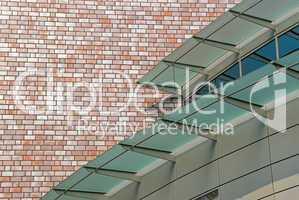 Fassade mit Sonnenschutz -.Metal facade with glassy sunprotection