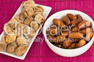 getrocknete Feigen und Datteln, dried figs and dates