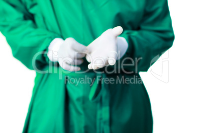 Surgeon putting on his gloves
