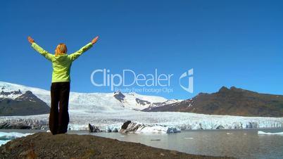 Eislandschaft mit Frau