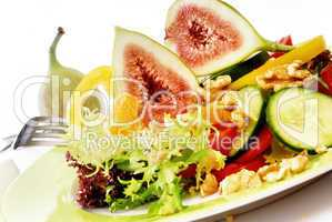 Salat mit Feigen und Walnüssen