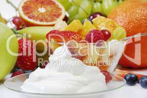 Sahne und Obstsalat