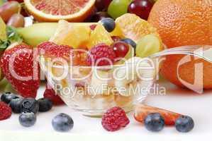 Obstsalat in einer Glasschale