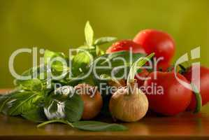 Basilikum, Zwiebel, Tomate