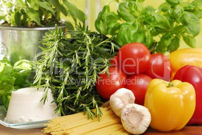 Pasta und frisches Gemüse
