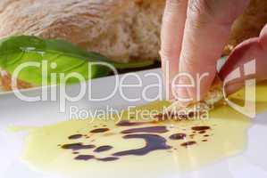 Olivenöl, Balsamico und Brot
