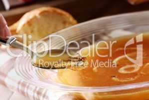 Zwiebelsuppe löffeln