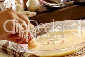 Champignionsuppe essen