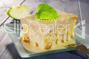 Apfelkuchen mit Vanillesosse