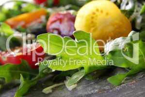 Rucola und Tomaten