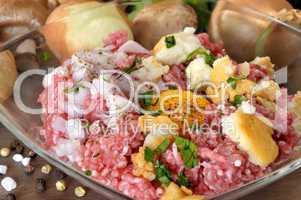 Hackfleisch mit Zutaten