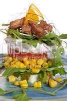 Hähnchenstreifen mit Salat