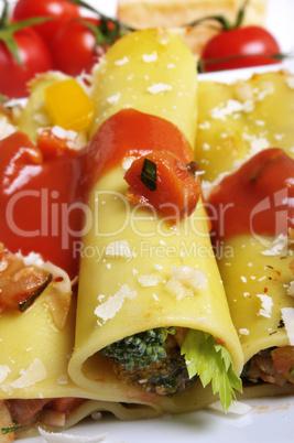 Cannelloni mit Gemüsefüllung