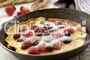 Pfannkuchen mit frischem Obst