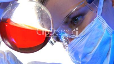 Laboruntersuchung mit Reagenzglas