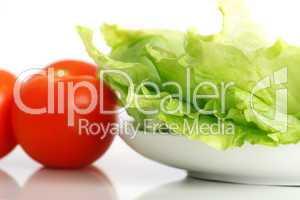 Salatteller mit Tomate