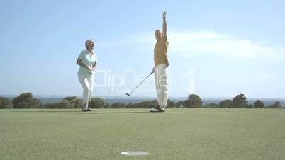 Senioren spielen Golf