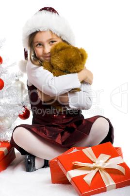 Mädchen am Weihnachtsbaum