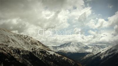 (1120) Early Snow Storm Mountain Pass Colorado, LOOPING!