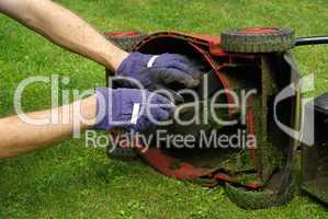 Rasenmäher säubern - lawn mower 02