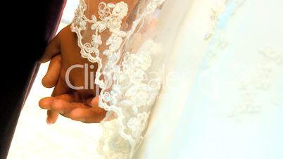 Hände eines Brautpaares