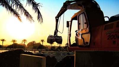 Bagger in Arabien bei Sonnenuntergang