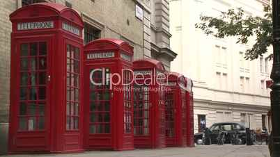 London: vier typisch rote Telefonzellen