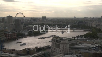 London: Stadtpanorama mit Themse und London Eye (engere Totale)