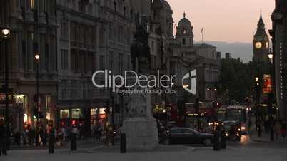London: Abendstimmung am Trafalgar Square mit Big Ben