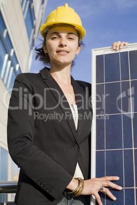 Frau, Solarfrau, Zelle, blau, Panel, Helm, Schutzhelm, gelb, Gebäude, Solarenergie, Solar, Energie, Erneuerbare Energie, alternativ, Licht, Sonne, Hand, Thermik, Himmel