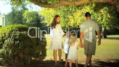 Junge Familie im Park