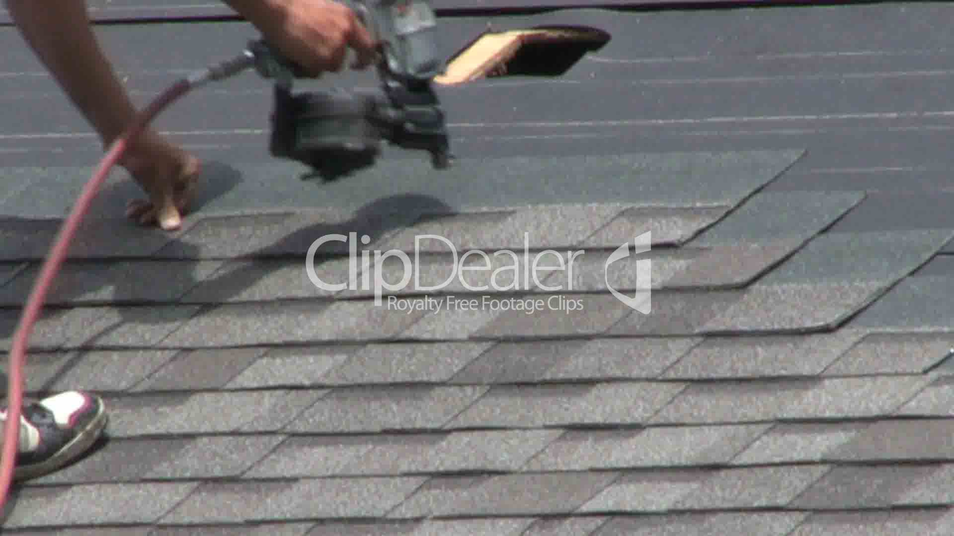 Laying Shingles On Roof V 237 Deos De Archivo Y Clips Libres