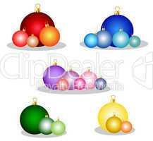 set mit bunten weihnachtskugeln