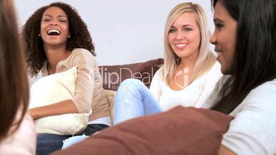 Junge Frauen in der Freizeit