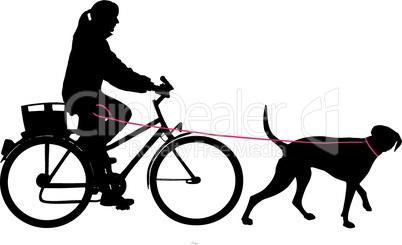 Radfahrerin mit Hund an der Leine