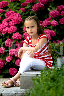 girl betwin flowers