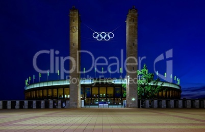 Olympiastadion Berlin in der Nacht