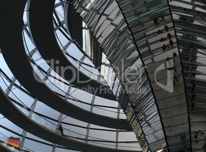 Reichstagskuppel mit Spiegel, Aufgang und Fahne