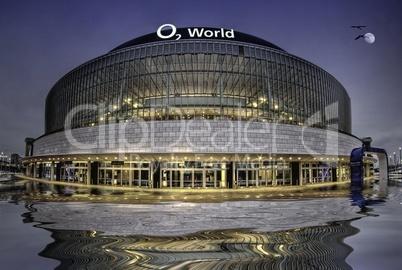 O2 World   in Berlin unter Wasser mit Spiegelung