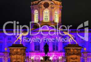 Schloss Charlottenburg zum Festival of lights in Lila